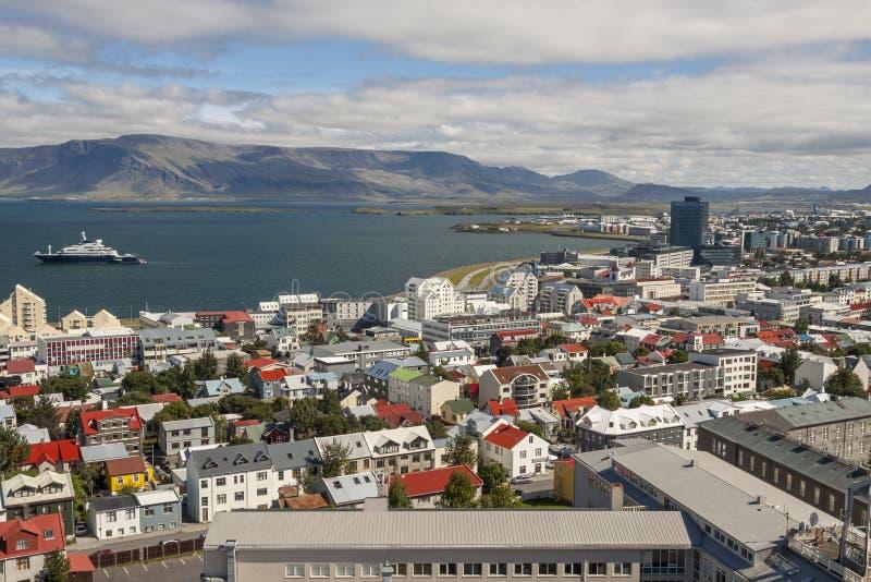 Vista aerea sulla città di Reykjavik - l'Islanda fotografia stock libera da diritti