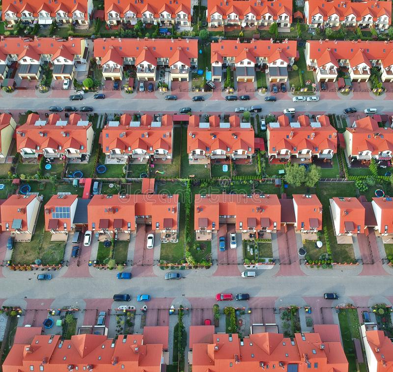 Vista aerea sulla proprietà delle case gemellate nell'area della città fotografie stock libere da diritti