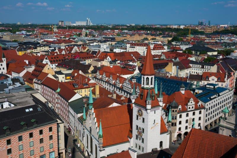 Vista aerea torre di orologio della città e di Città Vecchia Corridoio di Monaco di Baviera immagini stock