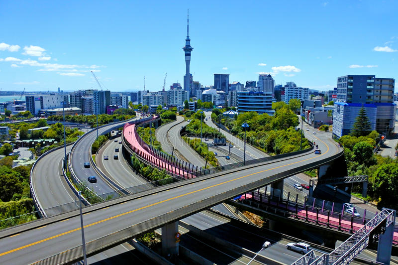 Vista aerea urbana del paesaggio dell'autostrada nuovo Zealan della città di Auckland fotografia stock