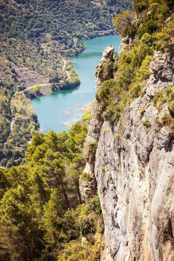 Vista agradable del acantilado y del río fotografía de archivo libre de regalías