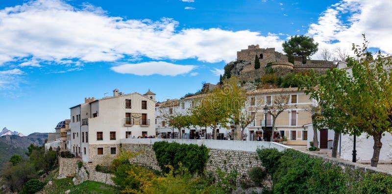Vista al área del castillo de Guadalest en España foto de archivo
