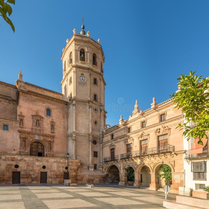 Vista al campanile della cattedrale San Patrick a Lorca, Spagna immagine stock
