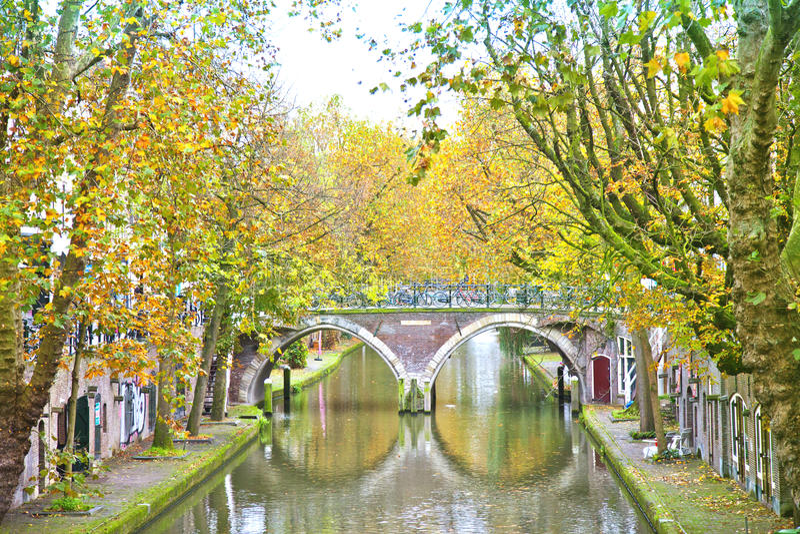 Vista al canale storico a Utrecht fotografia stock