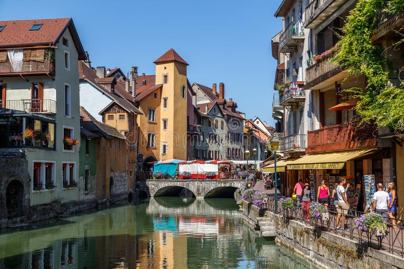 Vista al centro storico della città di Annecy, Francia immagini stock libere da diritti