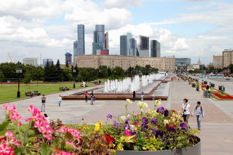 Vista al complesso della città di Mosca da Poklonnaya Gora fotografie stock libere da diritti
