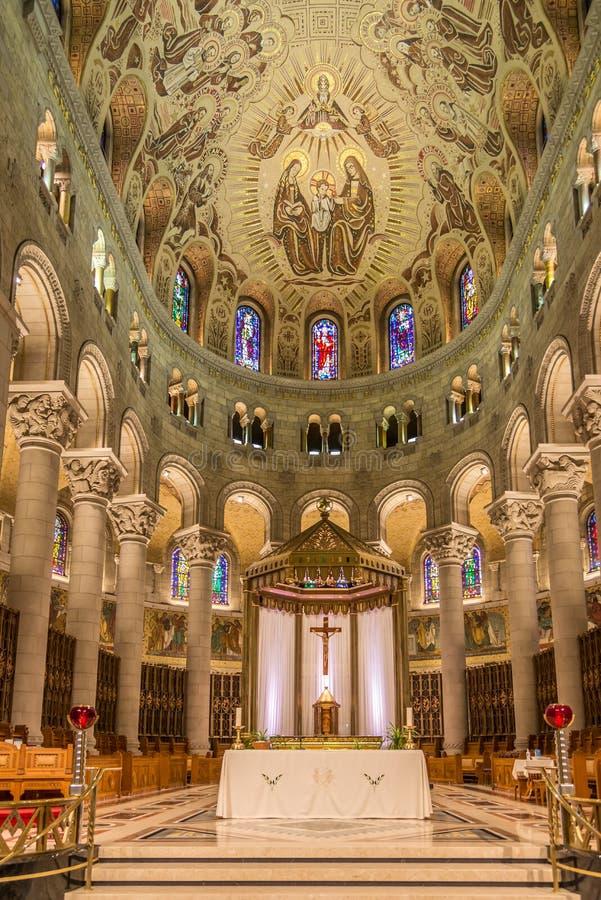 Vista al coro della basilica Sainte Anne de Beaupre nel Canada immagini stock libere da diritti