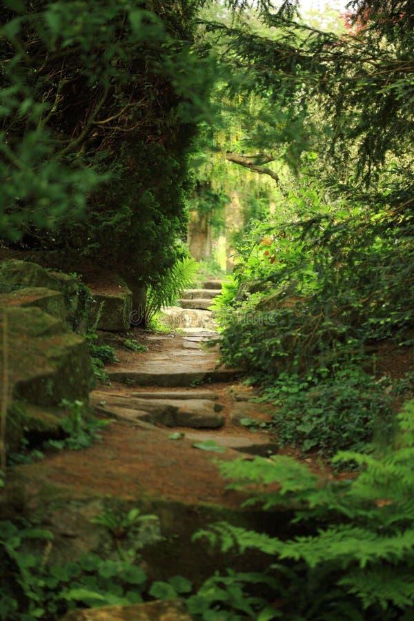 Vista al jardín secreto imagen de archivo