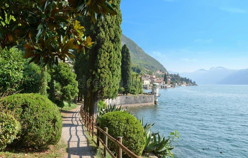 Vista al lago Como imagen de archivo libre de regalías