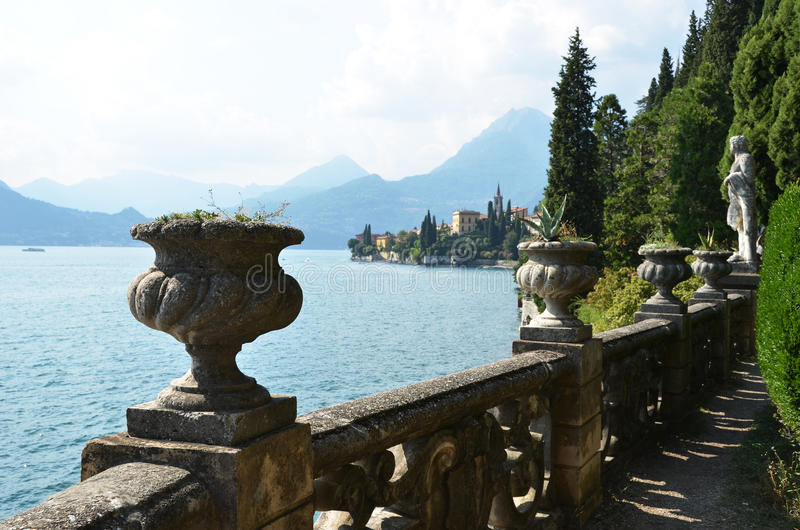 Vista al lago Como fotos de archivo
