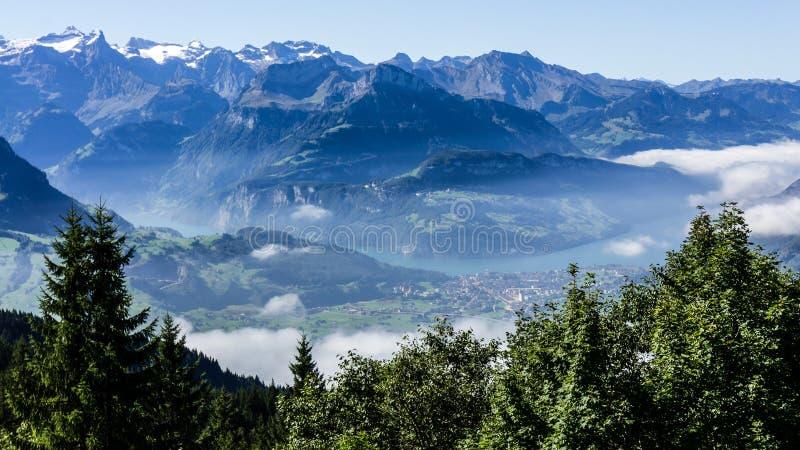 Vista al lucerne del lago - Suiza fotos de archivo