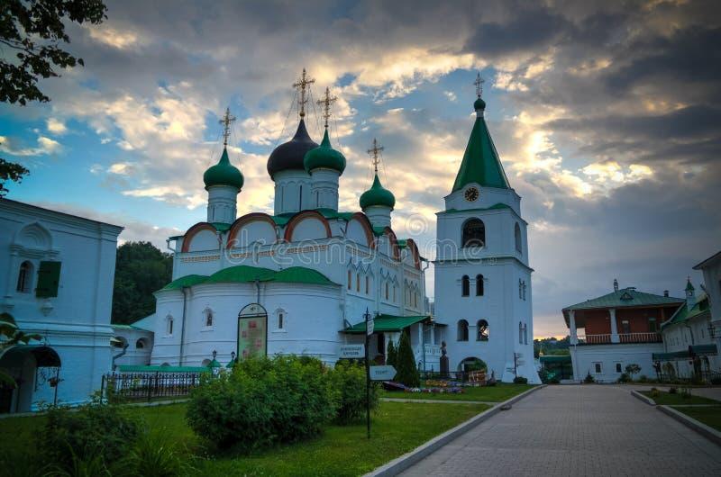 Vista al monastero ortodosso di ascensione di Pechersky, Nižnij Novgorod, Russia fotografia stock