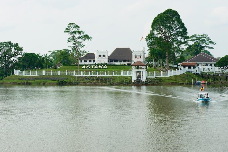 Vista al palacio del ` s del gobernador de Astaná en Kuching, Malasia foto de archivo
