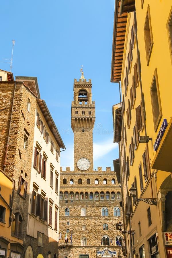 Vista al Palazzo Vecchio de las calles de la ciudad de Florencia fotos de archivo libres de regalías