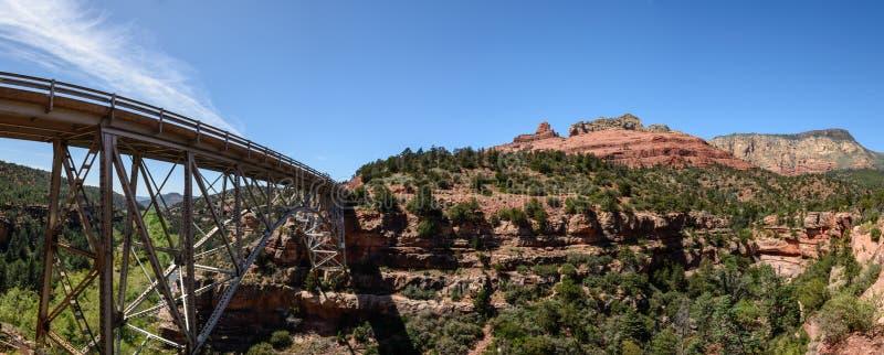 Vista al ponte di Midgley sopra il canyon dell'insenatura della quercia fotografie stock