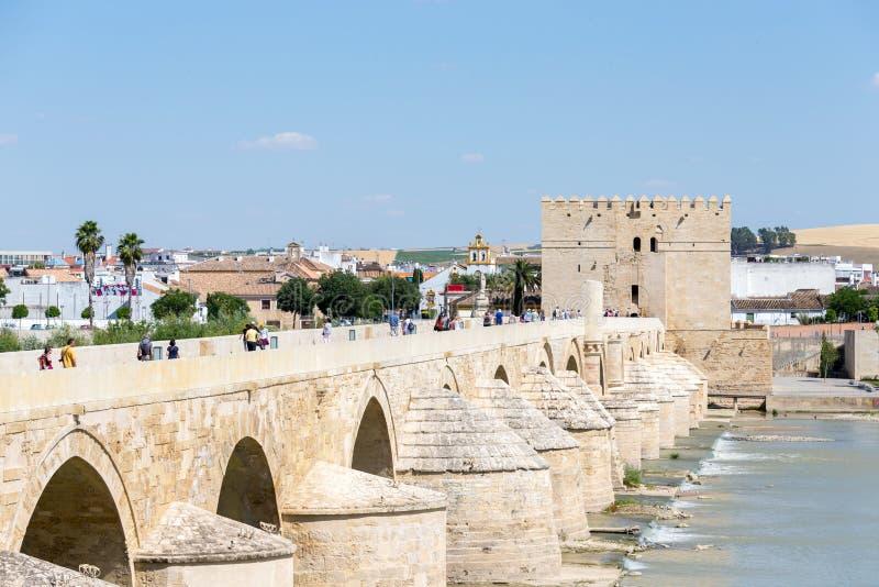Vista al puente romano en Córdoba en Andalucía imagen de archivo libre de regalías