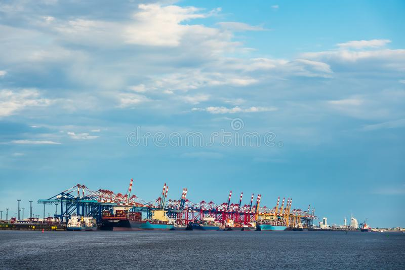 Vista al puerto de Bremerhaven en Alemania fotografía de archivo libre de regalías