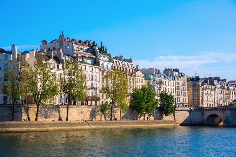 Vista al Saint Louis de Ile en París imágenes de archivo libres de regalías