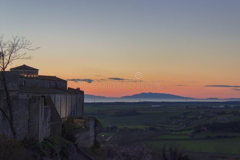 Vista al tramonto dal tarquinia fotografie stock libere da diritti