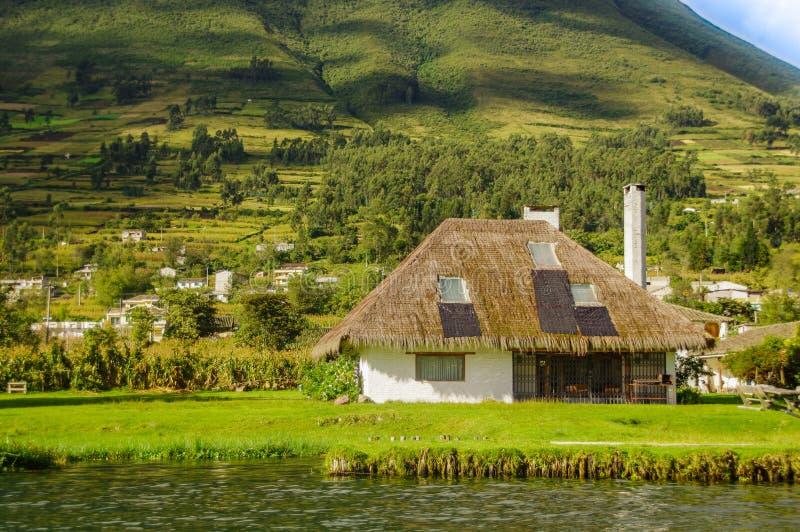 Download Vista All'aperto Della Casa Tipica In Imbabura In Lakeshore Del Lago San Pablo Nell'Ecuador Del Nord Immagine Stock - Immagine di verde, pablo: 117981567