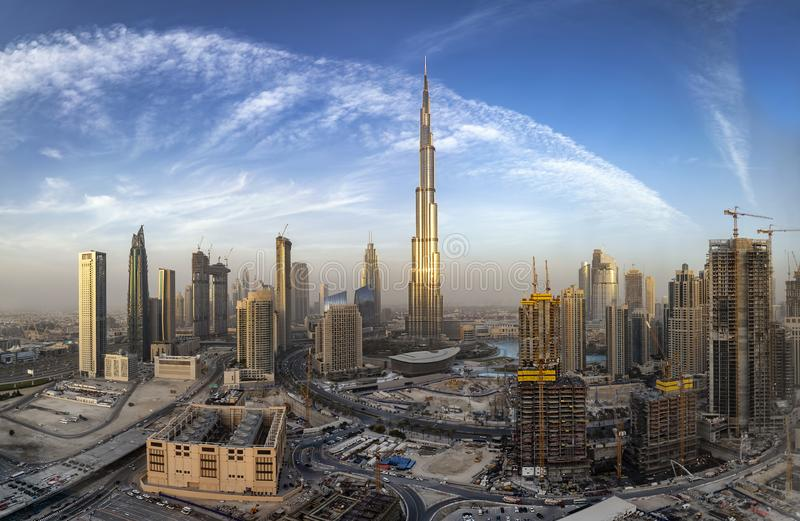 Vista alla baia di affari dell'orizzonte del Dubai, UAE fotografia stock libera da diritti