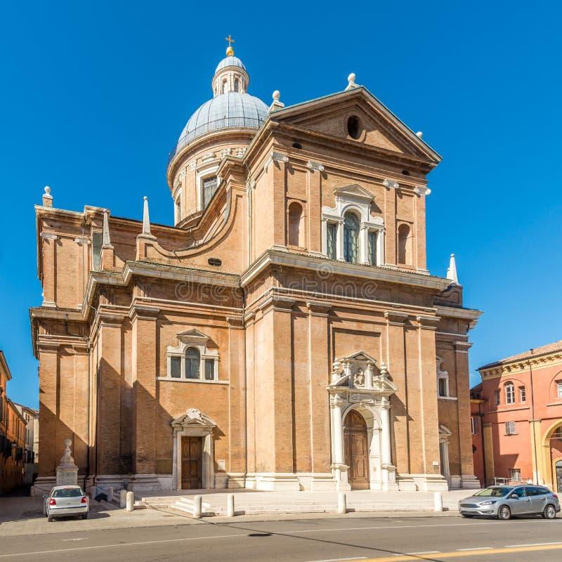 Vista alla basilica di Ghiara nelle vie di Reggio nell'Emilia in Italia fotografie stock
