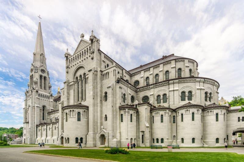 Vista alla basilica di Sainte Anne de Beaupre nel Canada fotografia stock libera da diritti