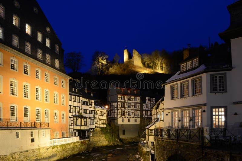 Vista alla casa rossa e Haller in Monschau fotografie stock libere da diritti