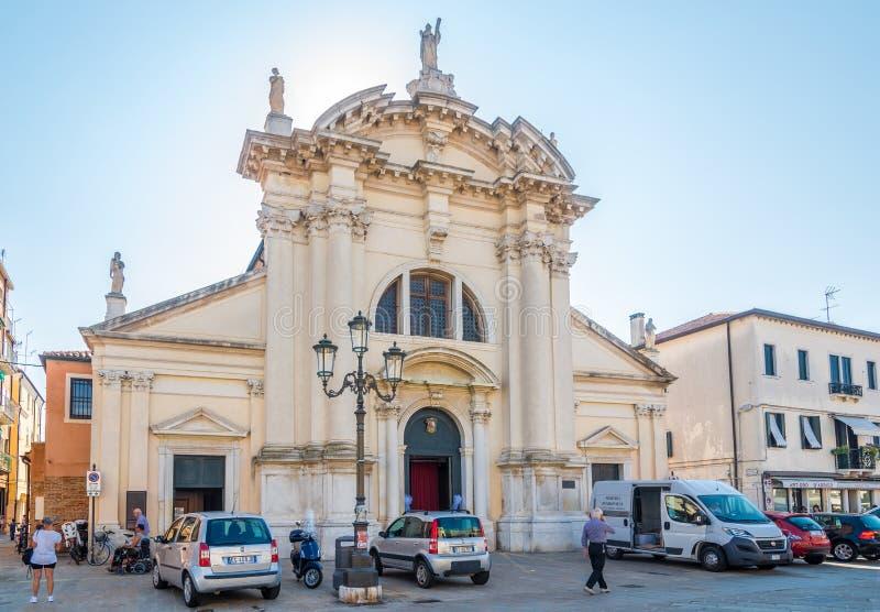 Vista alla chiesa del san Andrea nelle vie di Chioggia in Italia immagini stock