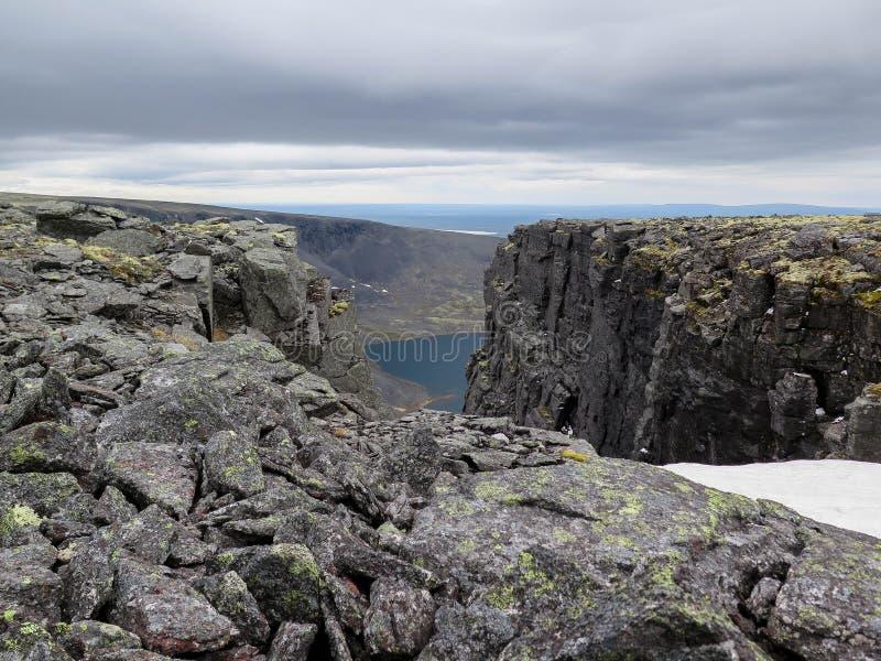 vista alla cima della montagna immagini stock