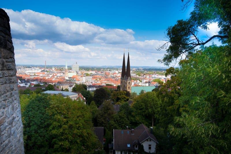 Vista alla città di Bielefeld fotografia stock libera da diritti