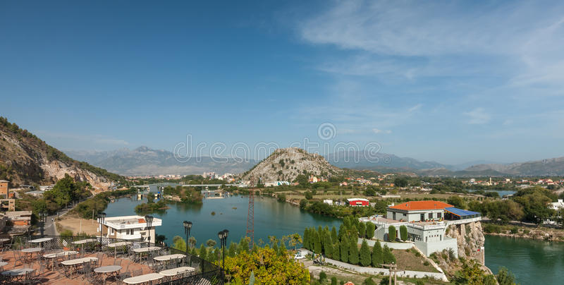 Vista alla città di Shkodra fotografie stock libere da diritti