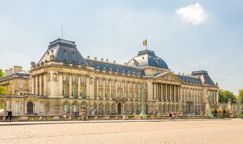 Vista alla costruzione di Royal Palace Bruxelles - nel Belgio fotografie stock libere da diritti