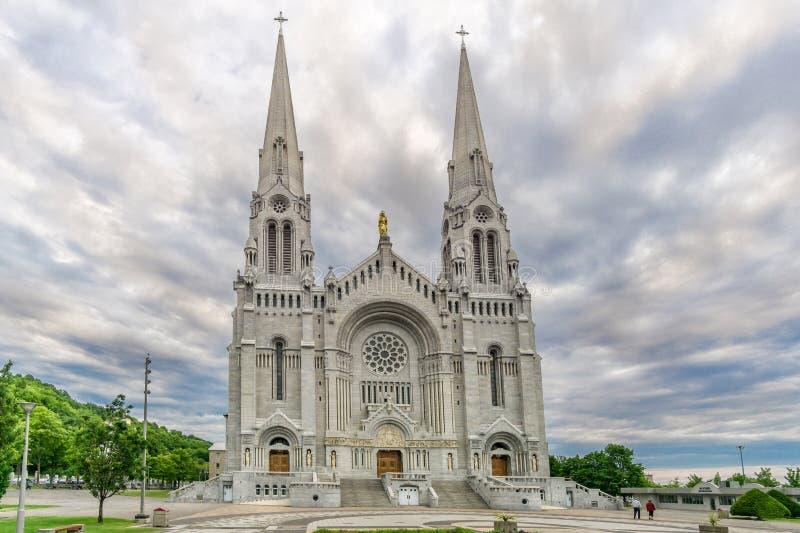 Vista alla facciata della basilica Sainte Anne de Beaupre nel Canada fotografie stock libere da diritti