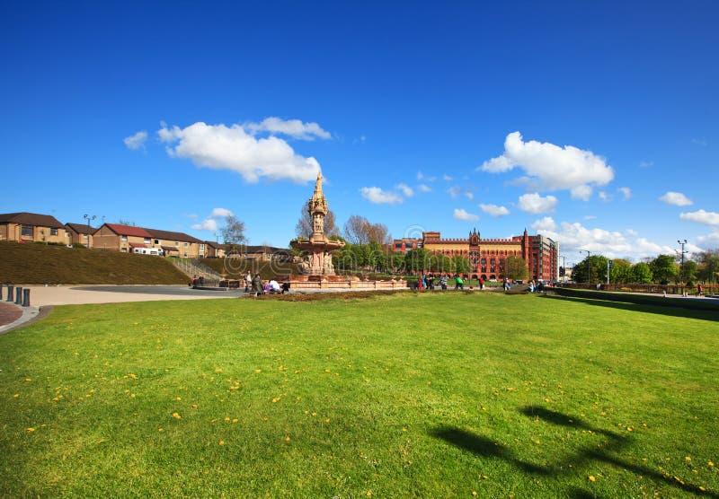 Vista alla fontana di Doulton a Glasgow fotografia stock