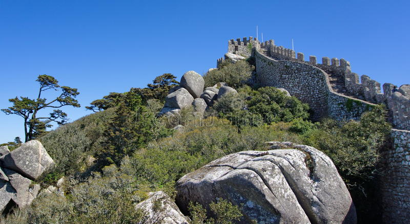 Vista alla fortezza di Mourish, Sintra immagini stock libere da diritti