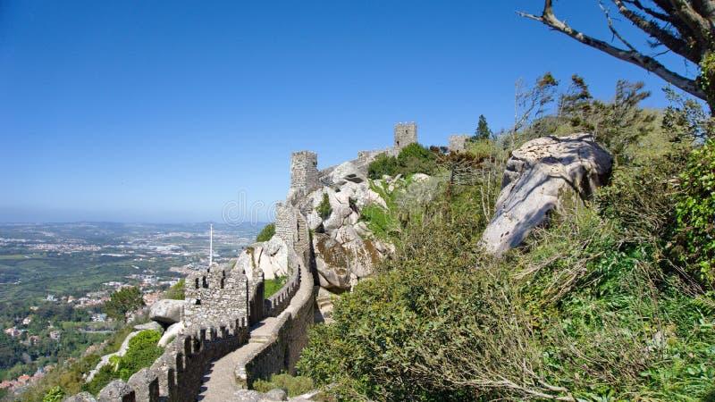Vista alla fortezza di Mourish, Sintra fotografie stock libere da diritti