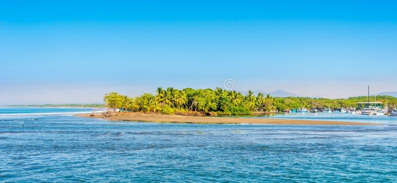 Vista alla natura vicino alla costa della città di Quepos in Costa Rica fotografia stock