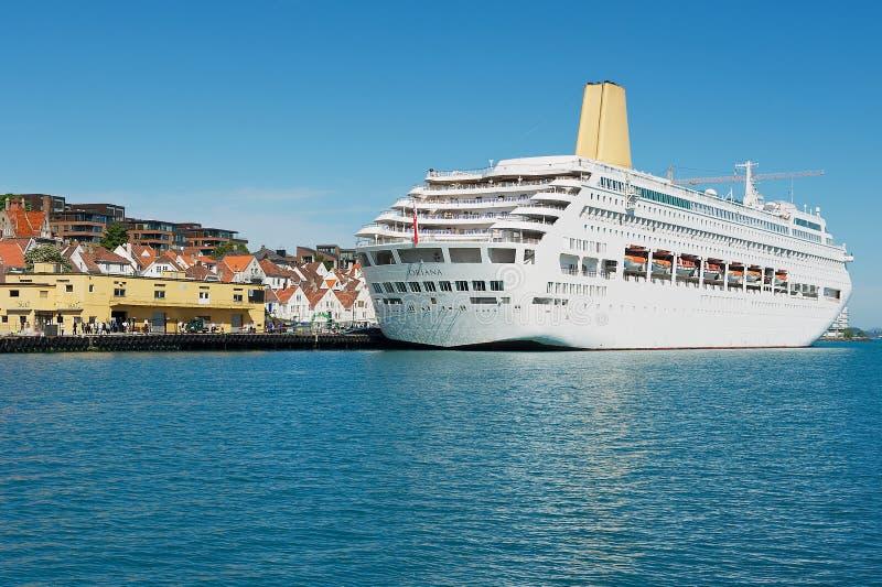 Vista alla nave da crociera nel porto di Stavanger, Norvegia immagine stock