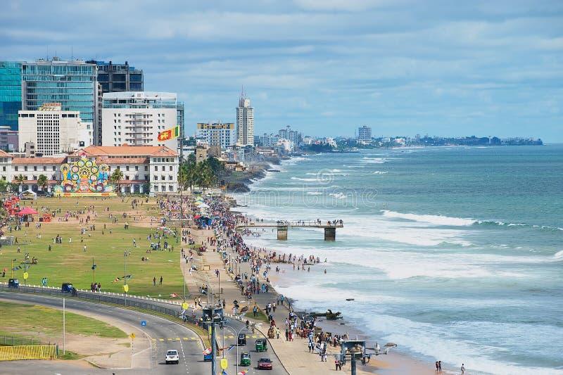 Vista alla spiaggia a Colombo del centro, Sri Lanka fotografie stock