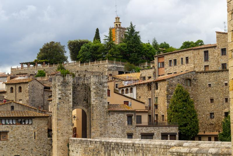 Vista alla torre di Besalú fotografia stock libera da diritti