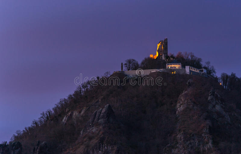 Vista alle rovine di Drachenfels fotografie stock libere da diritti