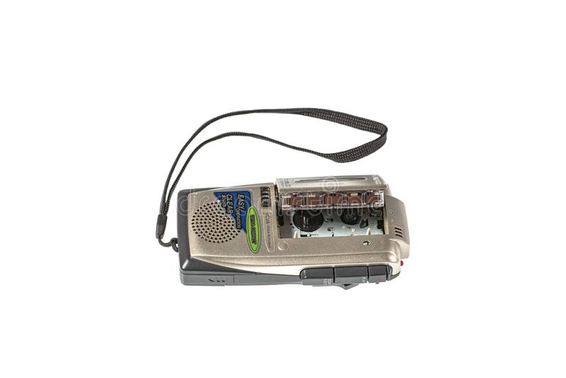 Vista alta vicina di vecchio registratore e del nastro isolati Vecchi ambiti di provenienza di tecnologia E sweden fotografie stock libere da diritti