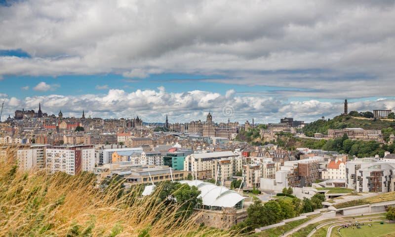 Vista amplia del horizonte de Edimburgo imagen de archivo libre de regalías