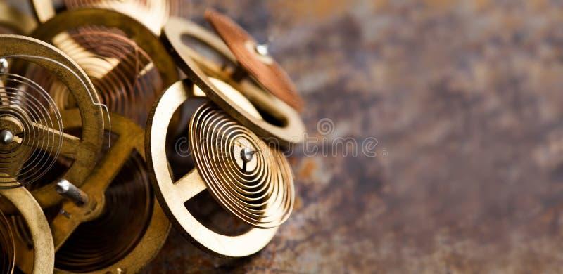 Vista antica di macro delle ruote di ingranaggi dei denti di stile dello steampunk del meccanismo dell'orologio Fondo arrugginito immagini stock libere da diritti