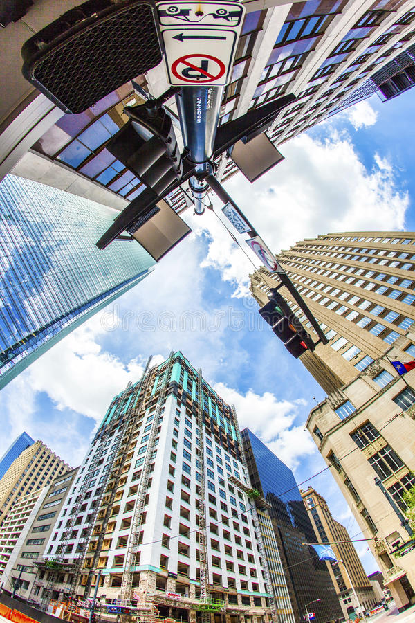 Vista ao arranha-céus histórico e moderno em Houston do centro foto de stock