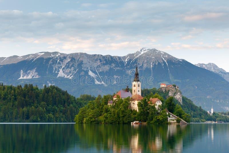 Vista ao lago sangrado, Eslovênia imagem de stock