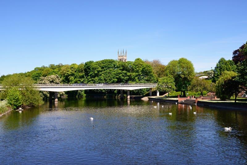 Vista ao longo do rio, Burton em cima de Trent fotos de stock royalty free