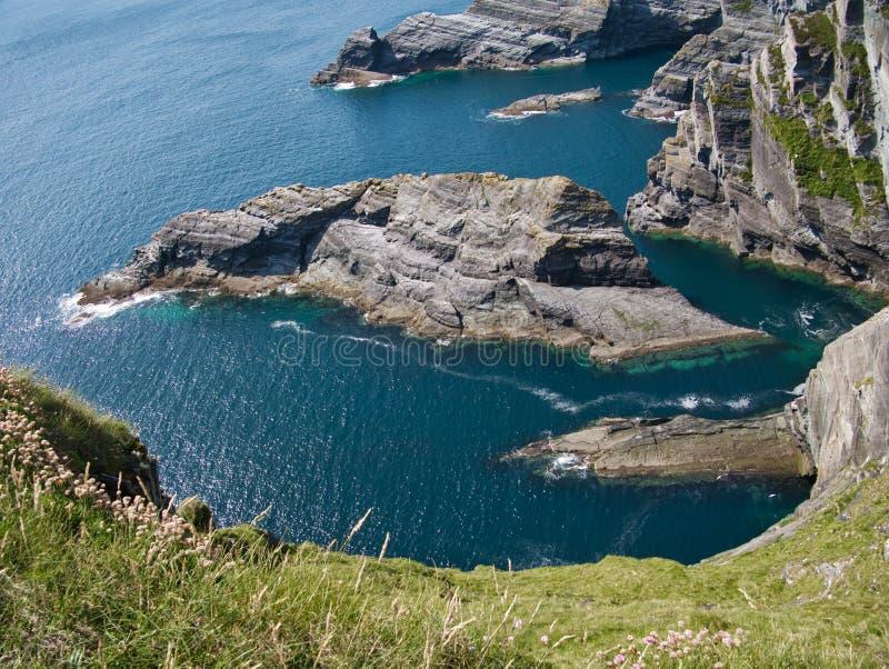 Vista ao mar nos penhascos em Portmagee imagens de stock