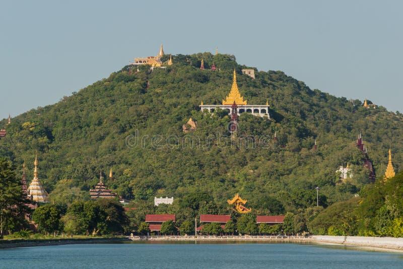 Vista ao monte de Mandalay imagens de stock